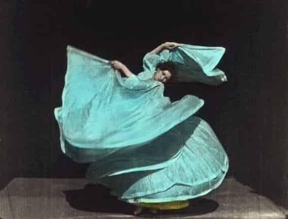 Baile serpentina - Vida de Loïe Fuller bailando en la belle epoque