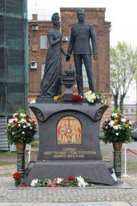 Estatua conmemorativa de los zares en San Petersburgo
