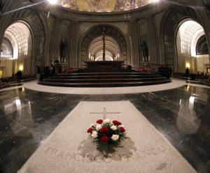 Tumba de Franco en el Valle de los caídos tumba de Franco y fosa común hecho por presos republicanos