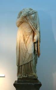 Estatua de Servilia en la necrópolis romana de Carmona