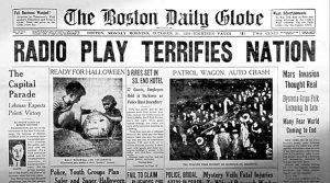 The Mercury Theatre on the Air de Orson Welles recrea la Guerra de los Mundos en la radio americana