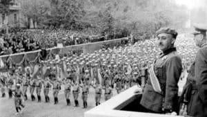 Franco en el desfile militar de la victoria tras la Guerra Civil Española