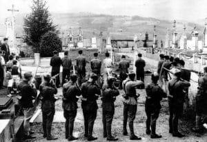 falanguistas fusilando a personas en la postguerra civil española