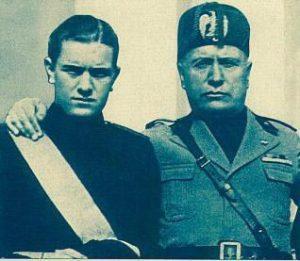 Benito Mussolini y su hijo Bruno Mussolini