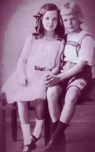 Dietrich Bonhoeffer con su hermana melliza Sabine