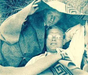 Dietrich Bonhoeffer y su amigo Eberhard Bethge en la playa