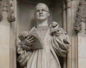 Estatua de Dietrich Bonhoeffer en la galería de mártires de la Abadía de Westminster