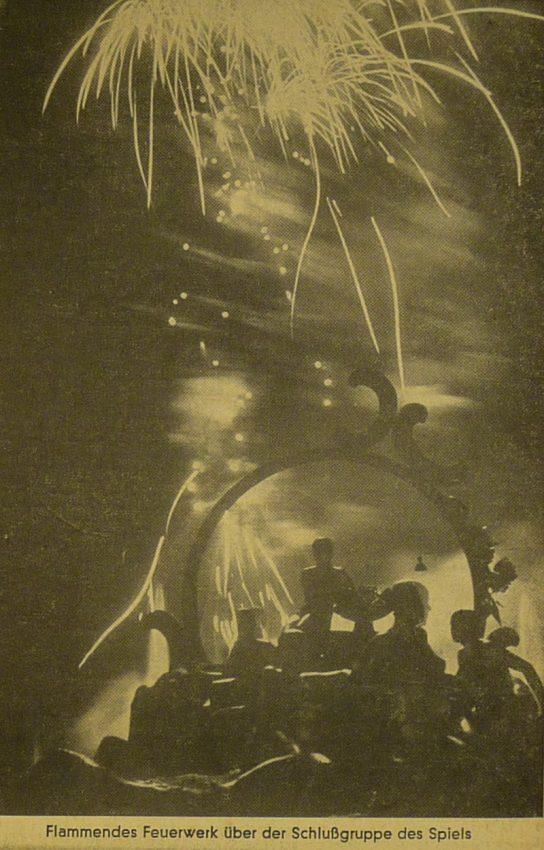 fuegos artificiales final fiesta nazi