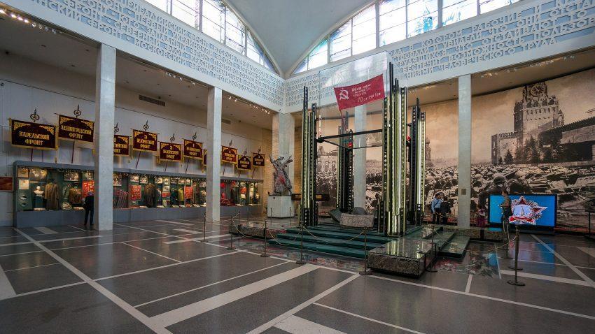 bandera la victoria soviética en el Museo Central de las Fuerzas Armadas de Moscú