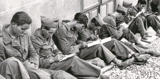 soldados-republicanos-escribiendo-cartas