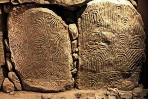 Interior dolmen de Gavrinis-Francia. Ortostados decorados - Megalitismo francés
