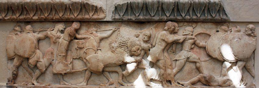 Friso del Tesoro de los Sifnios. 525 a.C. Museo de Delfos. La Gigantomaquia en el friso del Partenon