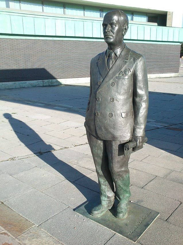 Pío del Río Hortega estatua