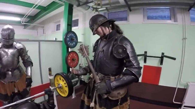 Ponte cachas con una armadura