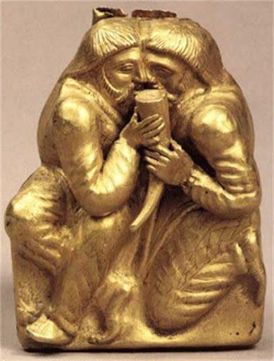 Pieza de oro de la tumba de Kul'-Oba. Dos hombres se unen como hermanos de sangre.