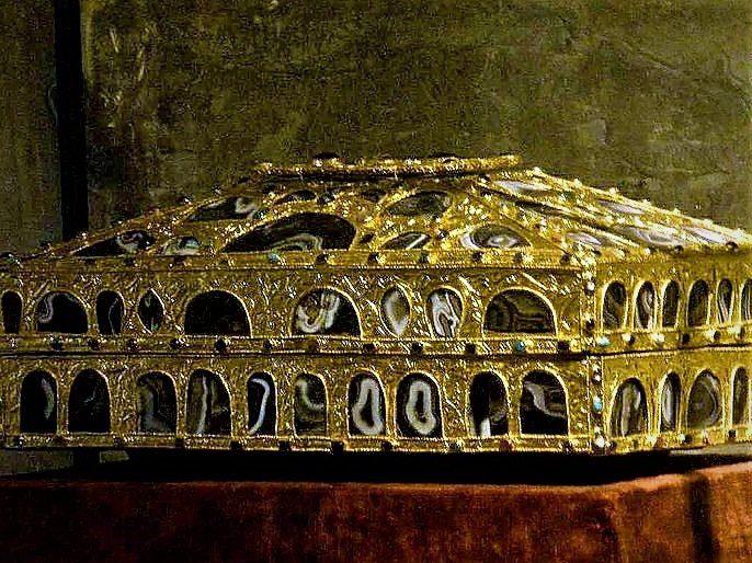 Caja de las Ágatas de la Cámara Santa de Oviedo
