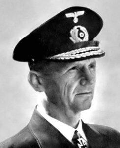 El Almirante Karl Dönitz, defensor de los submarinos u-boot alemanes