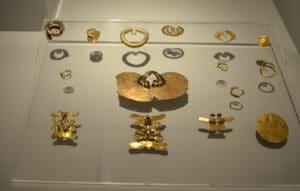 Narigueras de oro de la cultura Calima. Fuente: Museo de América