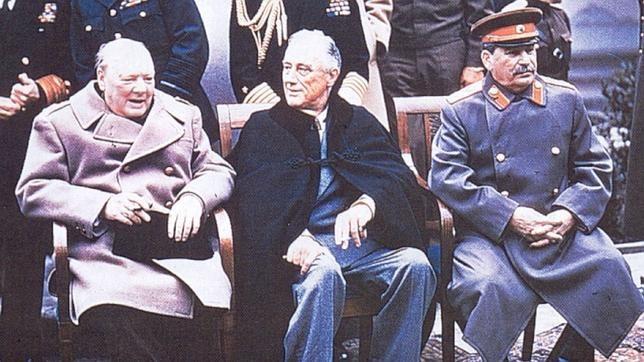 Winston Churchill, Franklin D. Roosevelt y Lósif Stalin   en la conferencia de Yalta