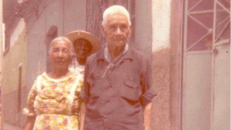 Amelio Robles (derecha) con Guadalupe Barrón, 1976