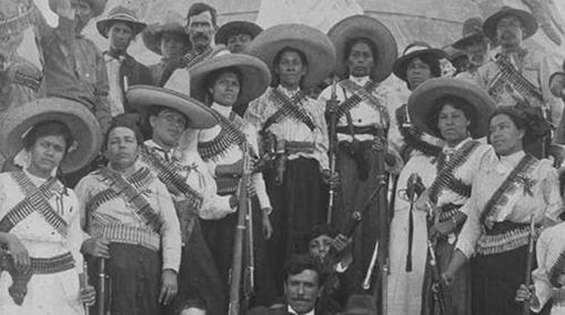 """Soldaderas o Adelitas. Mujeres que acompañaban a """"la bola"""" para combatir o proveer de alimentos sus esposos o parejas"""